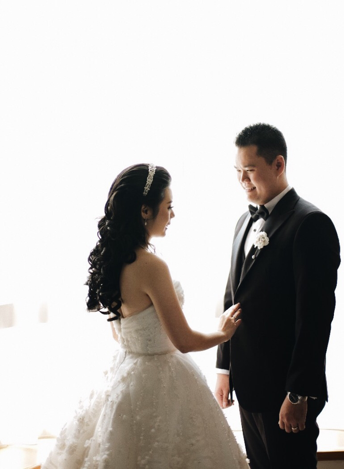 Abraham & Clara tying the knot by Hope Portraiture - 012