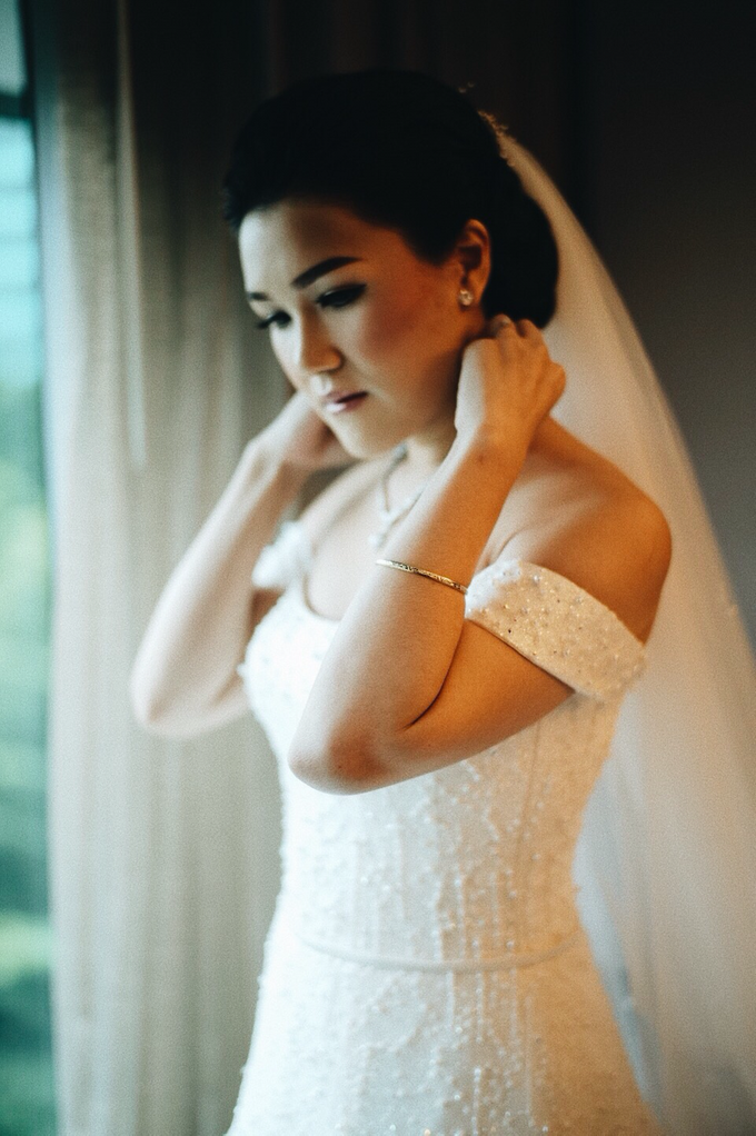 Hendric & Dian tying the knot by Hope Portraiture - 014