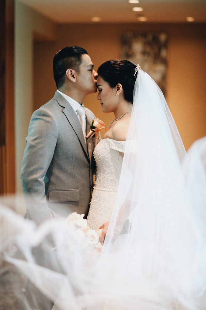 Hendric & Dian tying the knot by Hope Portraiture - 020