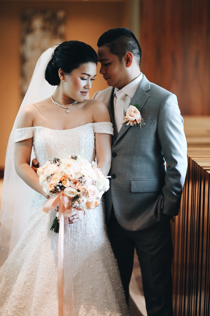 Hendric & Dian tying the knot by Hope Portraiture - 028