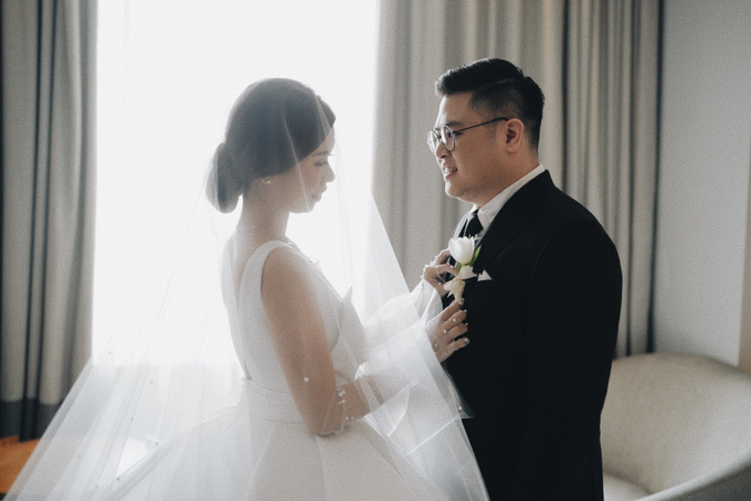 Steve & Desry tying the knot by Hope Portraiture - 030