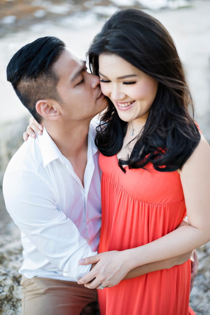 Hendric & Dian Engagement Session by Hope Portraiture - 019