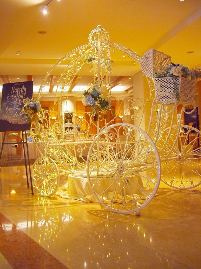 A Dreamy Cinderella Wedding at Grand Copthorne Hotel by Manna Pot Catering - 001