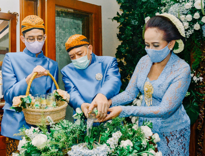 Traditional Ceremony Siraman Aditya by HR Team Wedding Group - 004