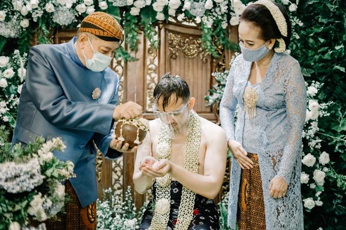 Traditional Ceremony Siraman Aditya by HR Team Wedding Group - 010