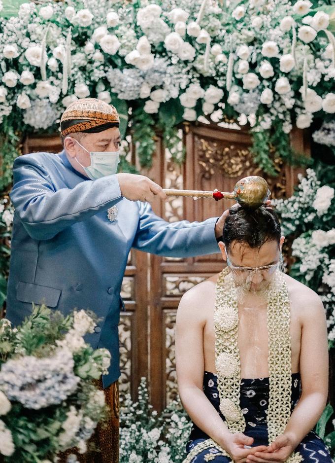 Traditional Ceremony Siraman Aditya by HR Team Wedding Group - 009