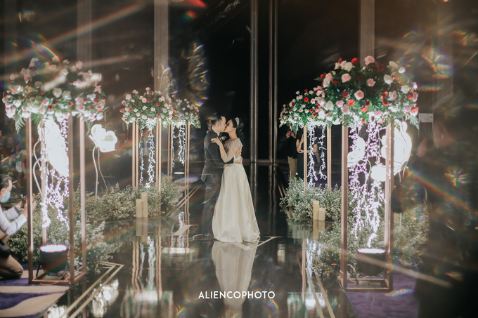 Wedding day Andre & Indri Hotel Raffles Jakarta by HR Team Wedding Group - 017