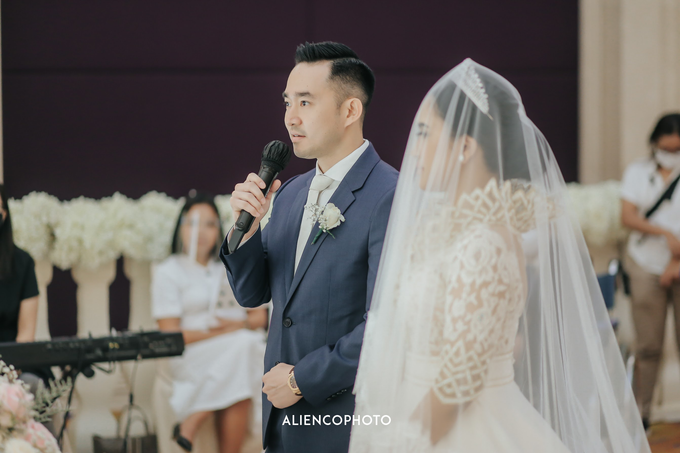 Wedding day Andre & Indri Hotel Raffles Jakarta by HR Team Wedding Group - 019
