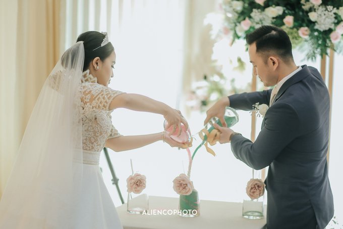Wedding day Andre & Indri Hotel Raffles Jakarta by HR Team Wedding Group - 040