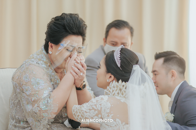 Wedding day Andre & Indri Hotel Raffles Jakarta by HR Team Wedding Group - 042