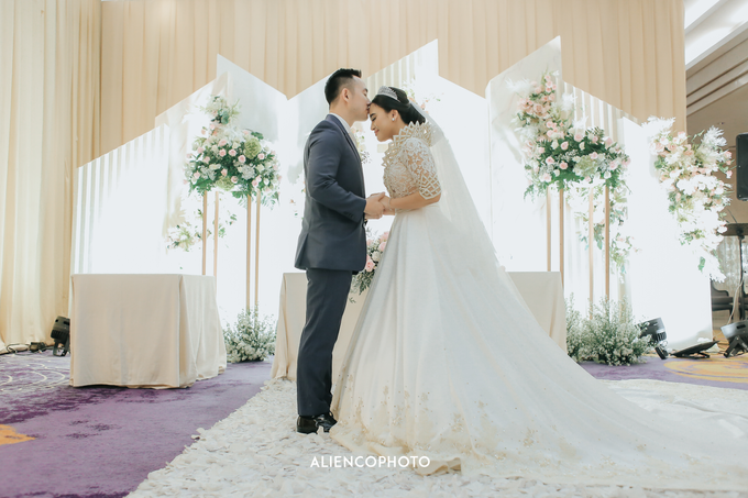 Wedding day Andre & Indri Hotel Raffles Jakarta by HR Team Wedding Group - 045
