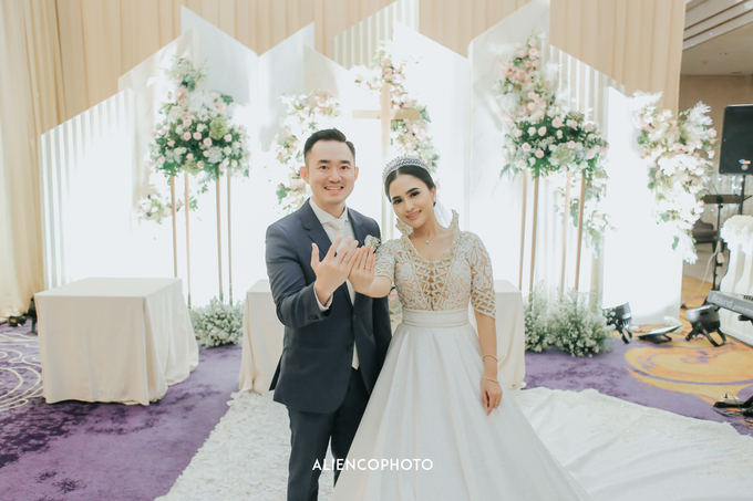 Wedding day Andre & Indri Hotel Raffles Jakarta by HR Team Wedding Group - 046