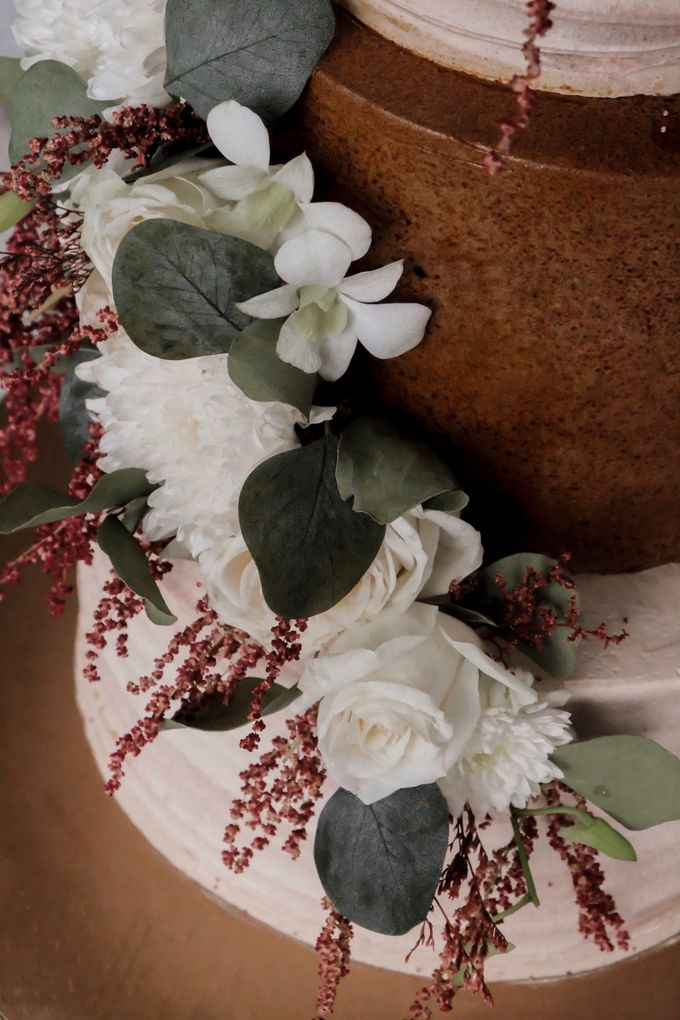 The Wedding of Poppy & Ogen by KAIA Cakes & Co. - 002