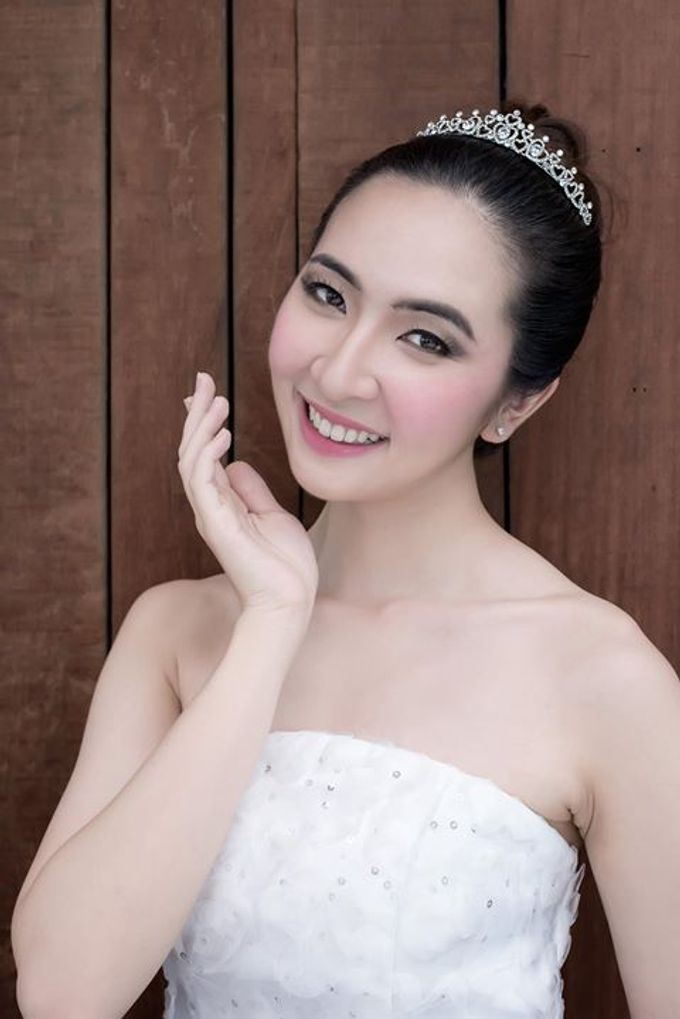 Natural Korean Bridal Look by Beautistylebykoreen - 009