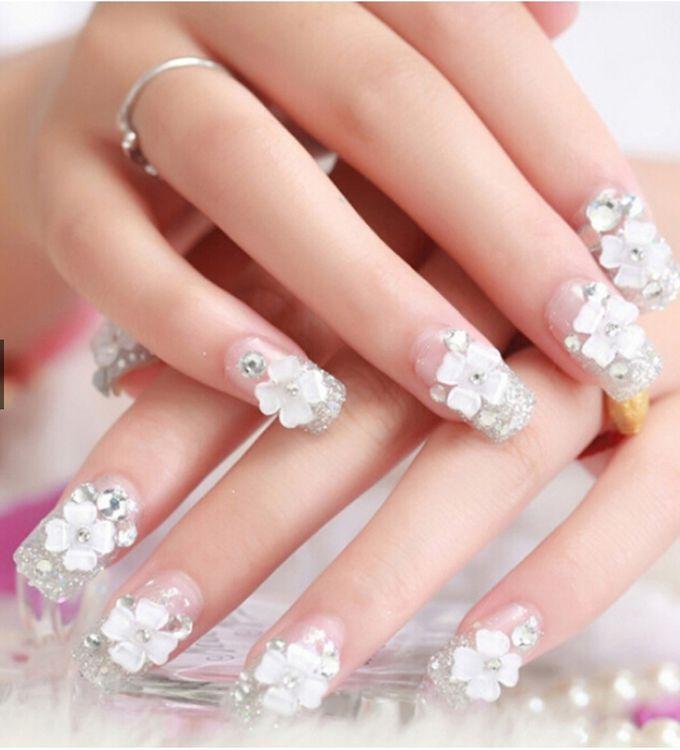 nail art- 24 pcs kuku palsu dengan taburan bunga dan mutiara putih by Triwindu shop - 001