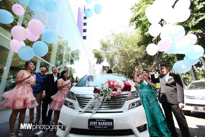 Beautiful Wedding at Mercure Hotel Surabaya by Five Stars Wedding Organizer by GOTAN Dance Project - 010