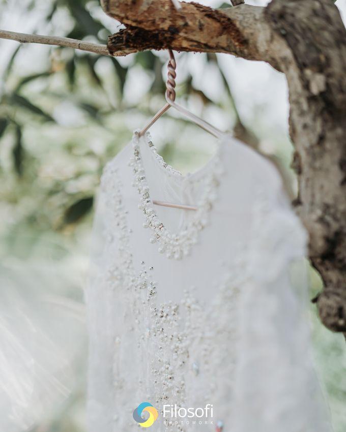 Menikah di kala pandemi tetep bisa memorable kok. Acara kali ini yaitu acara akad nikah , Temu manten dan dilanjutkan sesi foto. semuanya serba minima by Filosofi Photowork - 002