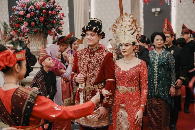 Pernikahan Adat Mandailing Ditary & Fadly by  Menara Mandiri by IKK Wedding (ex. Plaza Bapindo) - 006