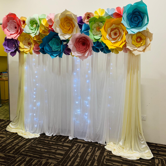 Paper flowers backdrop photo booth by ilmare Wedding - 002