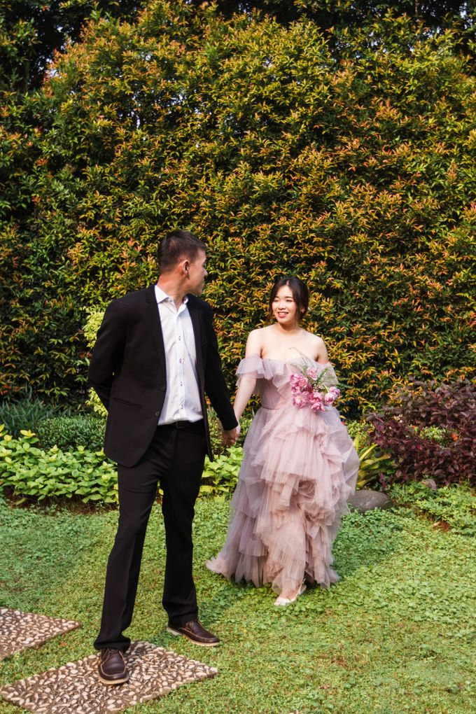Prewedding of Nicholas and Cresentia by Esselia_Atelier - 004