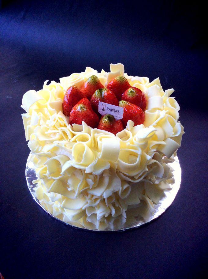 Yamuna Wedding Cake by Yamuna Homemade Pastry & Dietary - 008