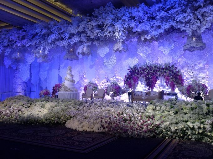 Wedding decoration grand indonesia kempinski by suryanto add to board wedding decoration grand indonesia kempinski by suryanto decoration 001 junglespirit Gallery