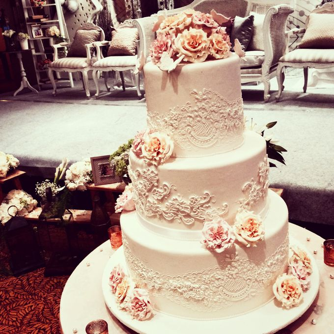 Story Tips For Creating Wedding Website: 3 Layers Wedding Cakes By LeNovelle Cake