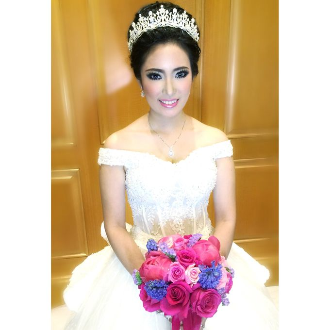 Wedding makeup for Sisca by Blooming Elise Flowers - 001