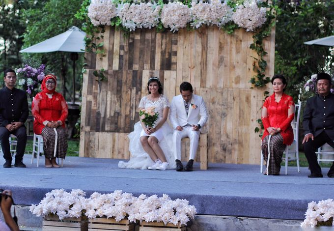 Rustic wedding ENGGAR dan HENNY by raindropsdeco - 003