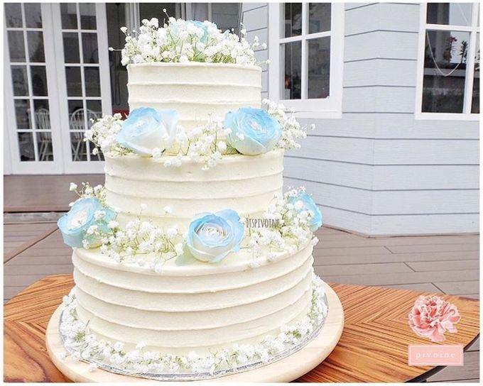 Wedding cake flower decor by Pivoine Flower Shop - 001