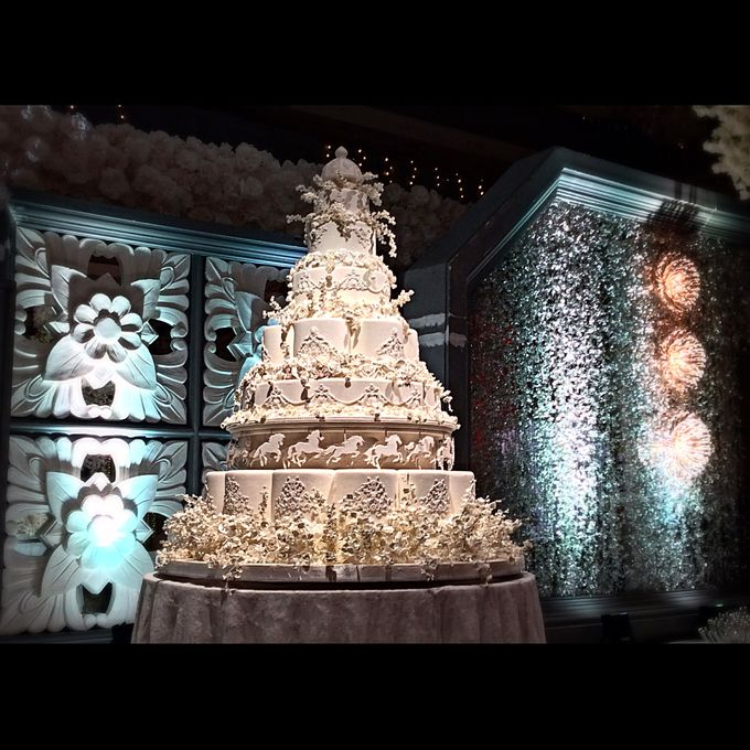 Masterpiece and Signature Wedding Cakes by LeNovelle Cake - 006