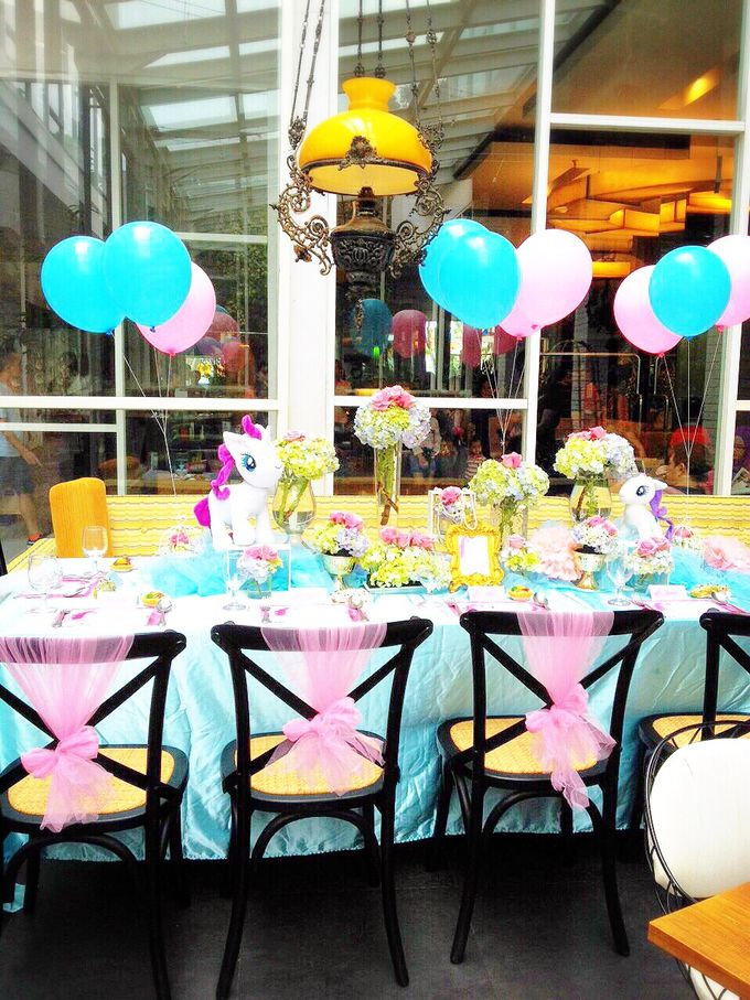 So fluffy unicorn by Valexis Table Design - 007