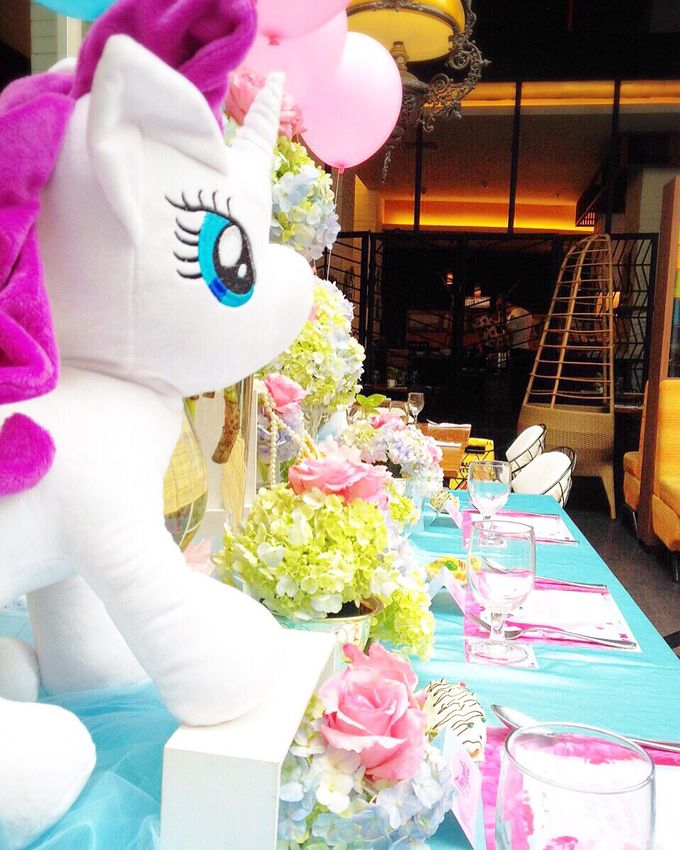 So fluffy unicorn by Valexis Table Design - 005