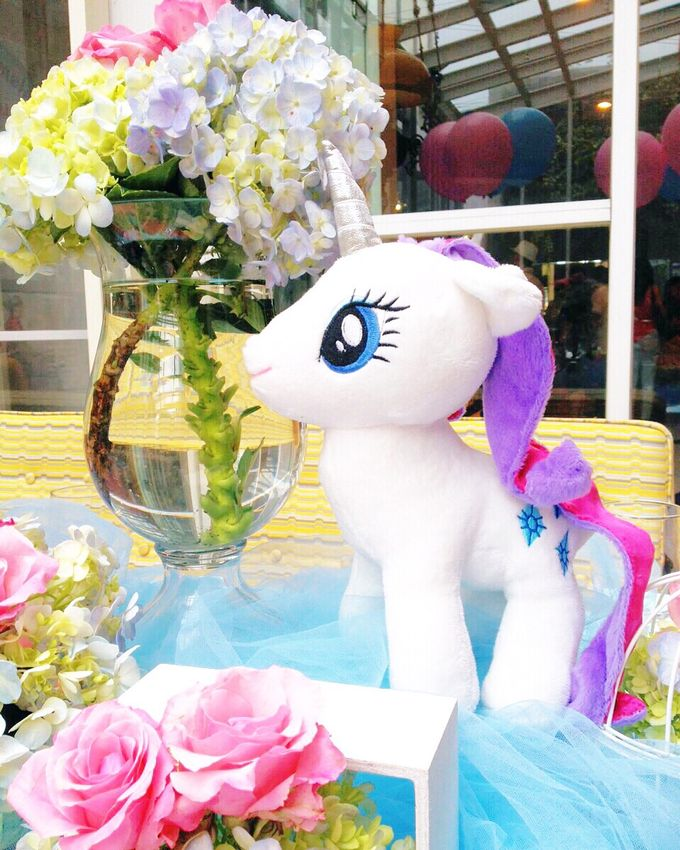 So fluffy unicorn by Valexis Table Design - 001