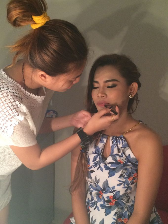 Professional makeup class by Maycy Makeupartis - 005