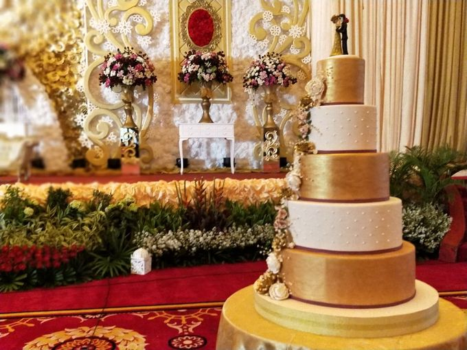 Golden Royalty Cake by Cakes 'n' Bakes - 005