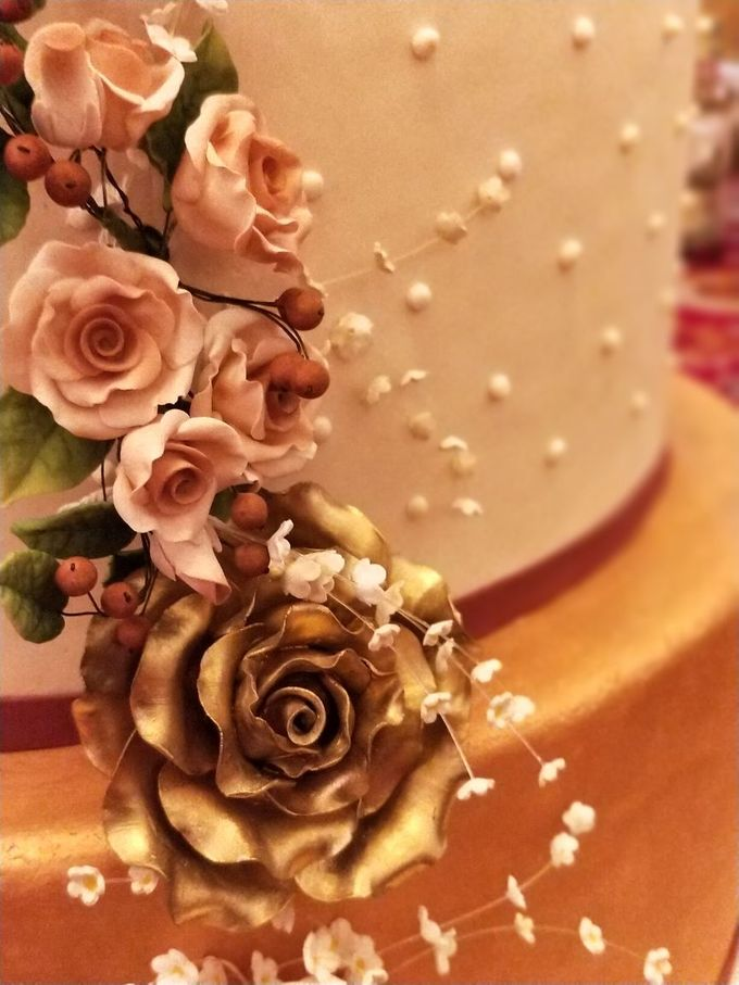 Golden Royalty Cake by Cakes 'n' Bakes - 002