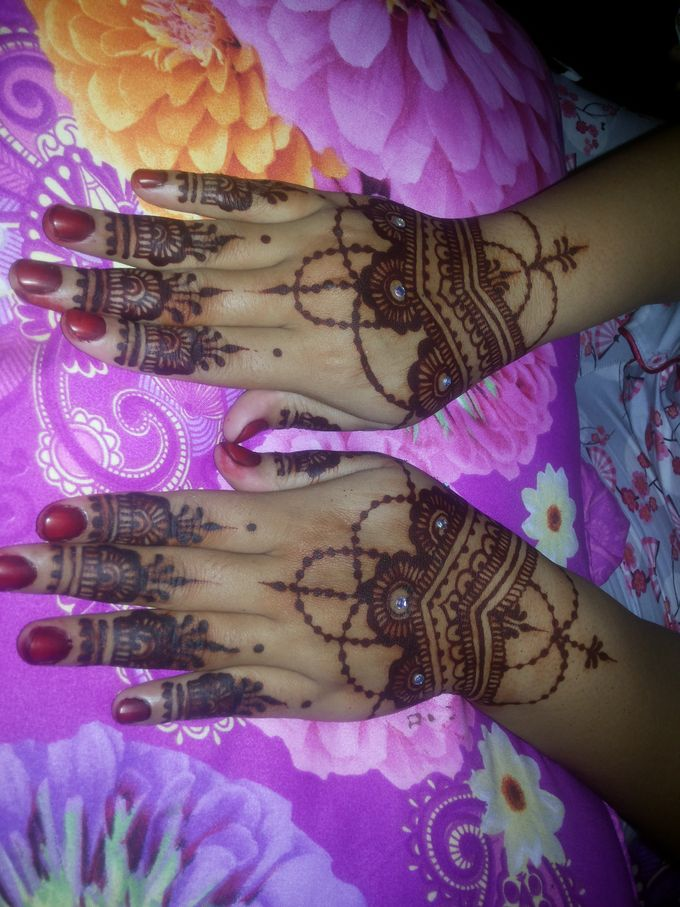 Red Henna by Ikkie henna art - 031