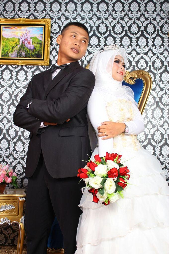Prewedding Indoor Hijab by AMEY CHAN SALON BRIDAL - 002