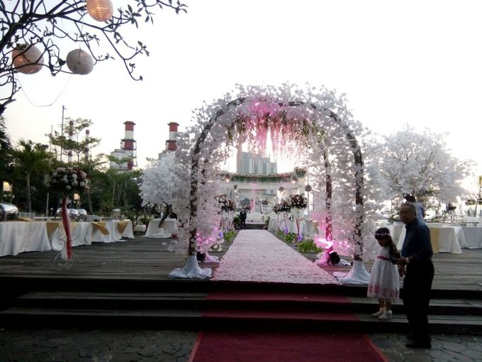 Outdoor Wedding At The Banquet by Bali Indah Catering - 002