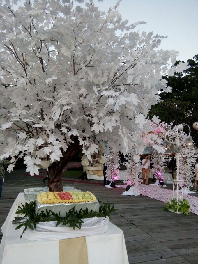 Outdoor Wedding At The Banquet by Bali Indah Catering - 004