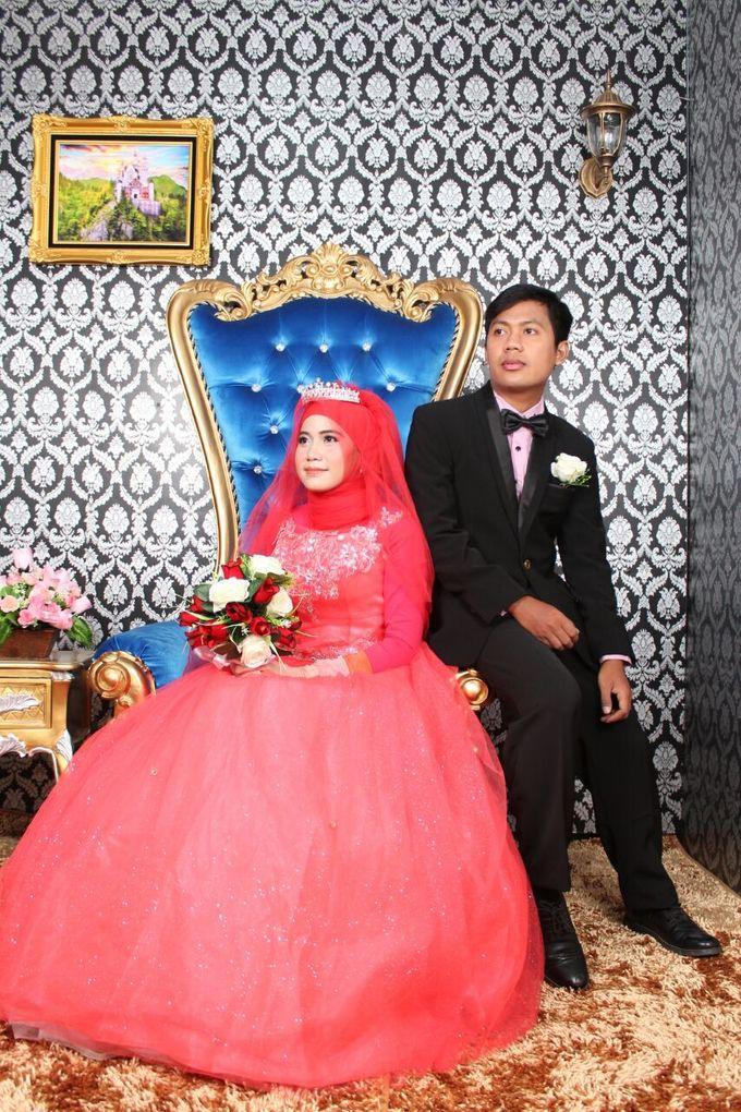 Prewedding Indoor Hijab by AMEY CHAN SALON BRIDAL - 014