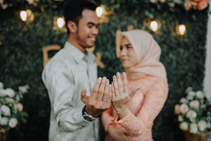 Orange Themed Engagement By Warna Project Bridestory Com