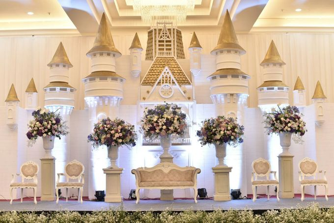 Donovan & Elisabeth Wedding at Menara Mandiri by Catalina Flora - 023