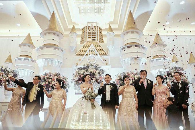 Donovan & Elisabeth Wedding at Menara Mandiri by Catalina Flora - 024