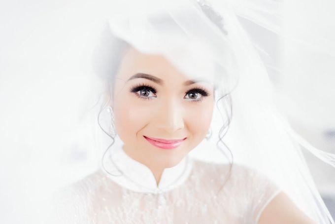 Dian's Wedding Makeup & Dress By Oscar Daniel by Oscar Daniel - 002