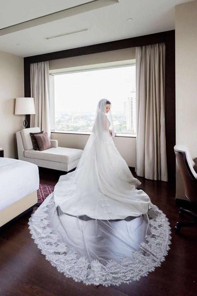 Dian's Wedding Makeup & Dress By Oscar Daniel by Oscar Daniel - 004
