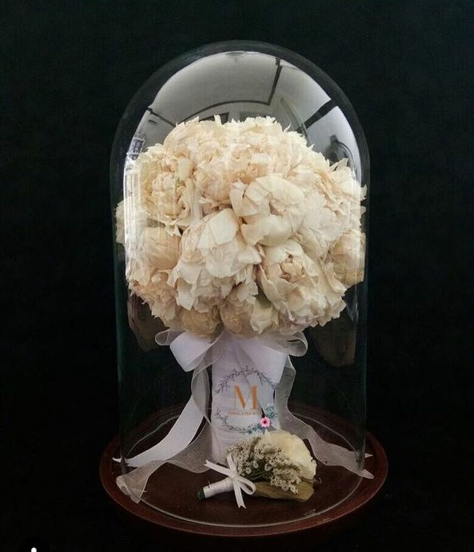 Glass Dome Dried Flower by Magnolia Dried Flower - 006
