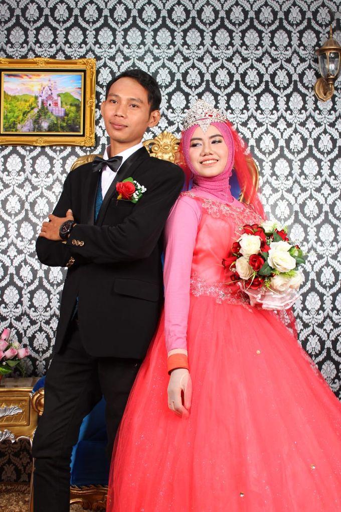 Prewedding Indoor Hijab by AMEY CHAN SALON BRIDAL - 005