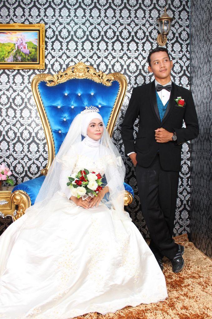 Prewedding Indoor Hijab by AMEY CHAN SALON BRIDAL - 013